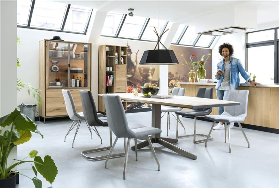 Table ronde, rectangulaire, ovale : laquelle privilégier dans votre salle à manger ?