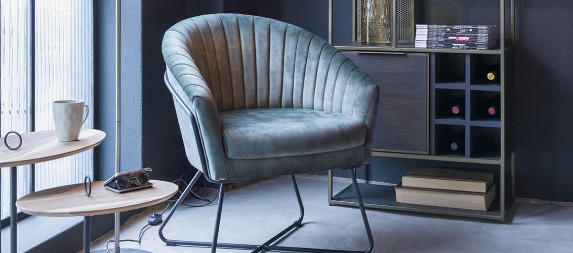 Les fauteuils ou les chaises sont des éléments primordiaux au moment d'aménager votre coin bureau. Il faut y accorder une importance toute particulière et opter pour un modèle de qualité afin d'éviter les maux de dos.