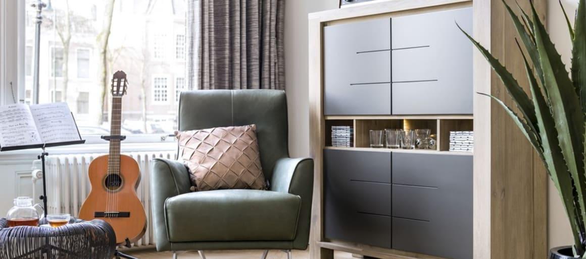 La modernité, cela passe aussi par des éléments ultra-design et tranchants. Pour les intégrer, vous avez le choix, que cela soit par le biais d'un fauteuil, d'une table basse, de chaises de salle à manger, d'un tapis, etc. Le tout est simplement de veiller à ce que ces éléments s'insèrent harmonieusement à la pièce.