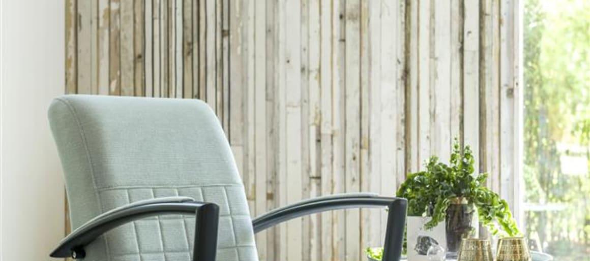 Pour ceux qui ont toujours la bougeotte, même lorsqu'ils sont assis, le fauteuil pivotant Marrakech s'impose. Sur ce modèle, la surpiqûre s'invite sur la partie inférieure du dossier sous forme de grand quadrillage. On retiendra son large dossier incliné et ses accoudoirs pensés pour offrir un confort maximal.