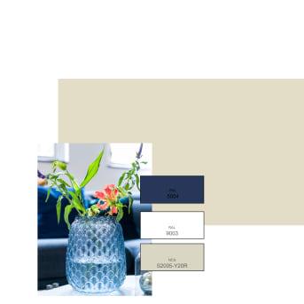 1. Teintes neutres et touches de bleu