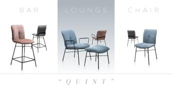 Pastellfarbene Stuhle mit schwarzem Metallgestell