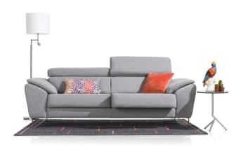 """Ce <a href=""""/xn/canapes/canapes-d-angles/"""">canapé trois places et demie</a> de la collection Almada, vous permettra de composer un beau canapé d'angle. Doté d'un accoudoir gauche et d'une assise coulissante, il est à la fois confortable et élégant et deviendra le centre de votre pièce à vivre. Personnalisable, ce produit est disponible en cuir ou en tissu, en fonction de vos goûts et de vos envies. Téléchargez notre <a href=""""https://depliant.xooon.com/"""">catalogue</a>!"""