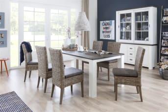 """De rotan eetkamerstoel Fiona is een stijlvolle stoel met een comfortabel kussen in de kleur Canyon lava. De rest van deze rieten <a href=""""/hm/stoelen/eetkamerstoelen/"""">eetkamerstoel</a> is uitgevoerd in de kleur wagon grey met poten van mahonie waardoor deze goed in een landelijk interieur past. In combinatie met een prachtige eettafel met een mooie hanglamp erboven haal je met de Rotan eetkamerstoelen Fiona een romantische sfeer in huis. Naast stijlvol is dit model ook van uitstekende kwaliteit dankzij het sterke rotan. Hierdoor heb je lange tijd plezier van je aankoop."""