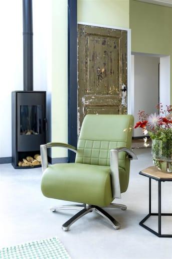 """Profitez d'un confort absolu au quotidien en adoptant ce <a href=""""/hh/chaises/fauteuils/"""">fauteuil</a> pivotant Marrakech ! Que vous recherchiez un fauteuil en cuir ou en tissu, ce fauteuil est celui qu'il vous faut puisqu'il peut être personnalisé. Les accoudoirs de ce fauteuil 1 place au dossier incliné vous garantissent une position confortable à chaque utilisation. Téléchargez notre catalogue !"""