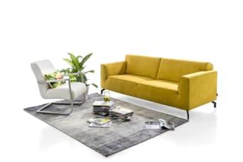Das Novara 2,5-Sitzer Sofa von Henders & Hazel ist das Format zwischen dem 3er und 2er Sofa. Dieses trendige zeitgemäße Sofa ist sowohl in Stoff als auch in Leder erhältlich und fühlt sich in fast jedem Interieur zu Hause.