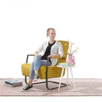 Fauteuil Adra van Happy@Home is een stoere, eigentijdse fauteuil met een heel fijn zitcomfort.<strong> </strong>Je kunt de Adra fauteuil geheel naar eigen smaak samenstellen. Zo heb je wat de bekleding betreft de keuze uit verschillende stoffen in meerdere kleuren. Daarnaast kan de fauteuil ook bekleed worden met verschillende soorten leer. Zo kun je de Adra fauteuil aanpassen aan jouw woonstijl. Het swing-frame is in vintage metaal uitgevoerd. Al met al een heerlijke stoel die zich in elk interieur thuis voelt.<strong></strong>
