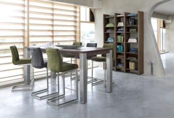 """Deze moderne Malvino <a href=""""/hh/stoelen/eetkamerstoelen/"""">eetkamerstoel</a> van Henders & Hazel heeft een eigentijds vierkant rvs swingframe, dit is één van de vier opties voor het onderstel van deze barstoel. De barstoel kan bekleed worden met diverse soorten en kleuren leer."""