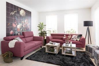 """Profitez d'un maximum de confort au quotidien même dans un espace réduit avec le canapé 2 places Vecchio. En cuir ou en tissu au choix, ce canapé est personnalisable. Assise coulissante, couleurs des pieds… faites votre choix pour obtenir le résultat qui vous convient. L'accoudoir central offre une assise optimale à tous les utilisateurs de ce <a href=""""/hh/canapes/canapes-2-places/"""">canapé 2 places</a>."""