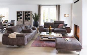 Dieses schöne 3-Sitzer Sofa aus der Greymouth-Kollektion von Henders & Hazel hat eine ganze Reihe von Optionen. Das Sofa lässt sich ganz nach Ihren eigenen Wünschen und Geschmack gestalten, und auch für die Füße gibt es verschiedene Möglichkeiten. Wenn Sie noch mehr Sitzkomfort wünschen, wählen Sie eine Taschenfederung im Sitz. Und für ultimative Entspannung sorgen eine elektrisch gesteuerte Relax-Funktion sowie ein komfortabler USB-Anschluss.