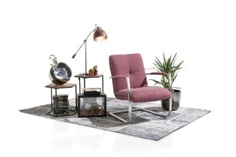 Der Sessel Margrit entstand aus der Zusammenarbeit zwischen Henders & Hazel und der Zeitschrift Margriet. Dieser Sessel kann an jedes Interieur und jeden Lifestyle angepasst werden. Margrit kann mit Stoff, Leder-Look oder Leder verkleidet werden. Es sind mit den Materialien, Farben und den Akzentfarben an der Seite und auf der Rückseite verschiedene Kombinationen möglich.Beim Rahmen kann rostfreier Stahl oder ein Vintage-Metallrahmen gewählt werden. Wählen Sie aus den verschiedenen Optionen und stellen Sie Ihren idealen Margrit-Sessel zusammen.