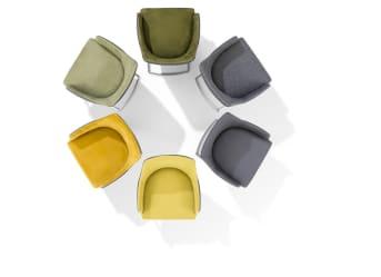 Suchst du moderne Designer Esszimmerstühle? Dann wird dich der Esstischstuhl GIULIETTE begeistern! Die Designer Esszimmerstühle verfügen über vier elegante Beine aus schwarzem Metall, woran Räder angebracht sind. So kannst du die Designer Esszimmerstühle leicht und unkompliziert bewegen, ohne dass der Boden deines Esszimmers verkratzt.   Wie viele Designer Esszimmerstühle benötigst du? Der Esstischstuhl GIULIETTE verfügt über bequeme Armlehnen, die eine entspannte Atmosphäre am Tisch begünstigen. Lass die Mahlzeiten durch die Designer Esszimmerstühle mehr als nur simple Nahrungsaufnahme werden! Denn wann sonst sieht sich schon einmal die ganze Familie, wenn nicht zu den Mahlzeiten? Wir wünschen Guten Appetit und eine gesellige Runde mit dem Esstischstuhl GIULIETTE!