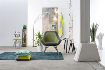 """Ce <a href=""""/xn/chaises/fauteuils/"""">fauteuil</a> de la collection Jax mise sur un look original. Son design étonnant ne manquera pas de vous séduire. Il est composé de pieds en inox et d'une assise mi-synthétique mi-tissu, disponible en moutarde, vert, brique ou anthracite. Des couleurs modernes qui apportent un caractère unique à ce fauteuil. Confortable, il est idéal dans un salon ou un séjour. Téléchargez notre <a href=""""https://depliant.xooon.com/"""">catalogue</a> !"""