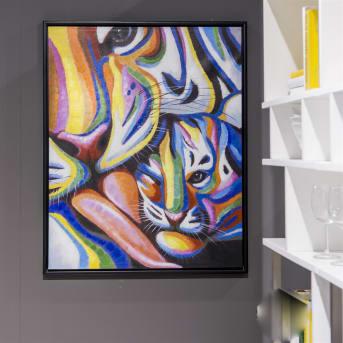 COCO Maison heeft een aantal kleurrijke schilderijen in het assortiment. Dit schilderij Me and my baby is daar een mooi voorbeeld van. Het tijgerjong met moeder hebben strepen in alle kleuren van de regenboog. De zwarte omlijsting zorgt voor de finishing touch. Een mooie kleurrijke blikvanger voor boven de bank, het dressoir of de eetkamertafel.