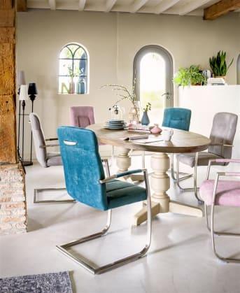 Der Esszimmerstuhl Jake ist eine Zusammenarbeit zwischen Henders & Hazel und der Niederländischen Zeitschrift Margriet. Dieser schicke, moderne Stuhl passt in fast jede Einrichtung und kann mit verschiedenen Lederarten und –Farben bekleidet werden. Das moderne Metall-Swing-Gestell macht den Stuhl sehr komfortabel. Ein nettes Detail: Die Bekleidung des Stuhls wird auch auf der Armlehne weiter fortgeführt. Jake kann mit einem Griff auf der Rückenlehne geliefert werden. Lieber eine Stoffbekleidung? Kein Problem, wählen Sie dann den Stuhl Jacky.