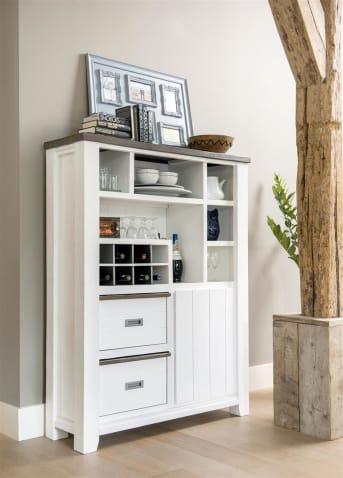 """Adoptez au plus vite cette <a href=""""/hh/meubles-de-rangement/vaisseliers/"""">armoire</a> Velasco pour garder une cuisine toujours en ordre ! Composée d'une porte, de 2 corbeilles, de 6 niches et de 8 niches pour vos bouteilles préférées, cette armoire de rangement met à votre disposition un bel espace. Fabriquée en bois, cette armoire de cuisine vous séduira par son allure authentique et moderne. Téléchargez notre catalogue !"""