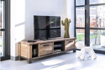 Dieses große TV-Sideboard der Falster-Kollektion ist nicht weniger als 190 cm breit und hat eine Schublade, eine Klapptür und zwei Nischen für Multimediageräte. Dieses robuste TV-Möbel von Henders & Hazel steht auf stabilen Metallbeinen. Das geräucherte Kikarholz kommt gut zur Geltung und passt praktisch zu jedem Wohnstil.