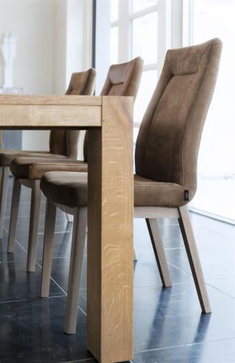 Esszimmerstuhl Malene ist ein weiterer fantastischer Stuhl aus der Kollektion Chairs & Choices von Henders & Hazel. Hierbei entwerfen Sie selbst Ihre idealen Esszimmerstühle. Malene kann sowohl mit Stoff als auch mit Leder gepolstert werden und es gibt diverse Untergestelle wie Beine aus Buchenholz oder der Vintage Swing Frame aus Metall. Wie sieht Ihr Lieblings-Malene aus?