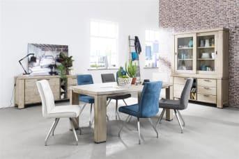 Deze eigentijdse eetkamertafel uit de Coiba collectie van Happy@Home is 170 x 105 cm. De tafel heeft een stoer en robuust uiterlijk en is gemaakt van warm Acaciahout. Dit hout heeft een mooie tekening die de natuurlijke uitstraling van de tafel versterkt. Voor de afwerking is gekozen voor de kleur Tibet Grey met subtiele antracietkleurige details bij de tafelpoten als finishing touch.
