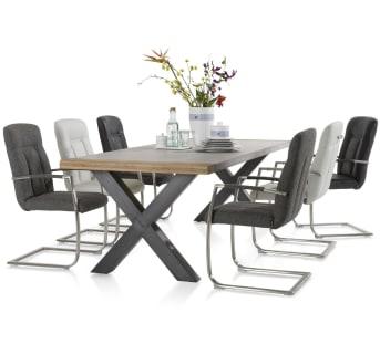 Dieser moderne Esszimmertisch Farmer von Henders & Hazel ist 210 x 100 cm groß und wurde für das Magazin Margriet entworfen. Dieses robuste Esszimmer hat ein Tischblatt aus Beton mit Eiche kombiniert. Die Tischbeine sorgen bei diesem Tisch für den letzten Schliff. Sie können aus Metall-X-Beinen, einem Metall-V-Schenkel oder V-Schenkel in einer Kombination aus Holz und Metall wählen. Der Tisch ist in vier verschiedenen Größen verfügbar: 180 x 100, 210 x 100, 240 x 100 und 270 x 100. Die Höhe des Tisches beträgt 77 cm.
