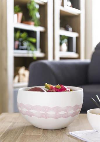 Schaal Fano van COCO maison heeft een mooi eigentijds design. Het frisse wit van de schaal wordt onderbroken door een mooie sierrand in het roze. Ideaal voor fers fruit of een lekkere salade in te klaar te maken. In deze woondecoratie collectie vind je ook twee voorraadpotten en een vaas. Mooi om met elkaar te combineren.