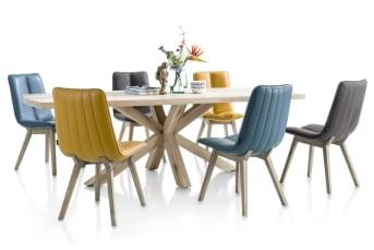 Deze stoere vierkante eetkamertafel van 150 x 150 cm mag gezien worden. De tafel is afkomstig uit de Maestro collectie van Henders & Hazel. Opvallend is het tafelblad in beton, dit geeft de tafel een stoere uitstraling. De speels vormgegeven tafelpoot kan zowel in hout als metaal worden geleverd. Een opvallende verschijning in het interieur.