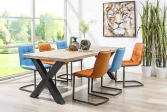 """Bij de moderne Metalox <a href=""""/hh/tafels/eettafels/"""">eettafels</a> van Henders & Hazel worden hout en metaal met elkaar gecombineerd. Dit geeft deze tafels een stoere eigentijdse look. Voor het houten tafelblad kun je kiezen uit een strak afgewerkt tafelblad, of een blad met boomschorsvorm. Voor de poten kan er gekozen worden uit een metalen X-poot, een metalen V-poot of een V-poot met en combi van metaal en hout. De eetkamertafels zijn verkrijgbaar in de maten 250 x 100, 230 x 100, 200 x 100 en 170 x 100."""