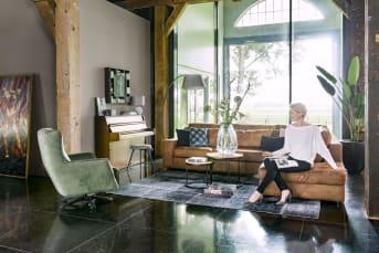 Dieses Sitzelement aus der Kollektion Braga von Henders & Hazel hat einen Griff auf einer Seite und an der anderen Seite können ein oder mehrere Elemente aus dieser Sammlung angebaut werden. So können Sie das Sofa zusammenstellen, das am besten in Ihren Innenraum passt. Auch sehr praktisch ist, dass sich Braga sowohl mit Stoff als auch mit Leder beschichten lässt. Und Sie können alles variieren, wenn Sie die einzelnen Elemente dazu einsetzen.
