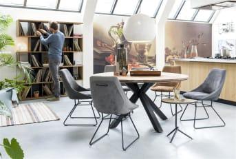 """Boekenkast """"LANAI"""" is niet zomaar een boekenkast, maar ook om te zien een prachtige aanvulling in je interieur! Dankzij het speelse en strakke ontwerp heb je maar liefst vijftien niches om je spulletjes in kwijt te kunnen. De boekenkast is uitgevoerd in zwart met een warm tint hout."""
