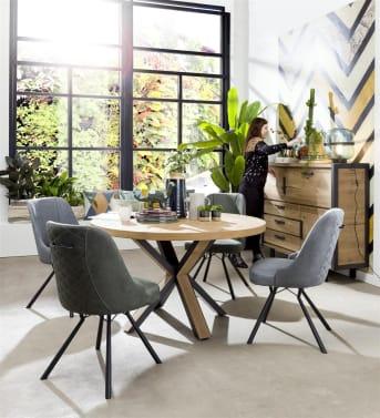 """De moderne houten<a href=""""/hm/tafels/eettafels/"""">eetkamertafel</a>Ovada van Happy@Home is gemaakt van eikenhout. Wat direct opvalt aan deze stoere tafel is het bijzondere onderstel. De tafelpoot heeft een opvallend design en combineert zwart metaal met hout. Een aanwinst voor het interieur. De tafel is verkrijgbaar in meerdere maten."""
