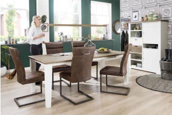 """Ben jij op zoek naar nieuwe <a href=""""/hm/stoelen/eetkamerstoelen/"""">eetkamerstoelen</a>? Dan is deze stoel Collin van Happy@Home een echte aanrader. Het metalen vierkante swingframe geeft de stoel een stoer en eigentijds uiterlijk. De handgreep op de rugleuning is erg handig om makkelijk aan te schuiven en geeft de stoel een speels karakter. De bekleding van de eetkamerstoel Collin is van een speciaal soort microvezel in de kleur Old English. Dit materiaal voelt aangenaam warm en is onderhoudsvriendelijk. Het swing-frame is in vintage metaal uitgevoerd. Al met al een heerlijke stoel die zich in elk interieur thuis voelt."""