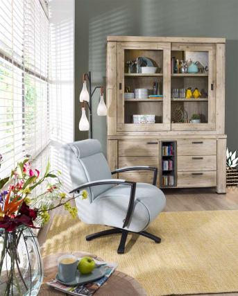 """Op zoek naar een stijlvolle <a href=""""/hm/stoelen/fauteuils/"""">fauteuil</a> met draaivoet? Dan is de Redlake fauteuil echt wat voor jou! Dit draaibare model heeft een eigentijds karakter en is uitgevoerd in stof. Een leuk detail is dat de bovenzijde van de armleuningen bekleed is met dezelfde kleur stof als de rest van de relaxstoel. Bij Happy@Home stel je de Redlake fauteuil helemaal zelf samen. De fauteuil is beschikbaar in verschillende stofgroepen in meerdere kleuren. Daarnaast is de draaipoot van de fauteuil leverbaar in de kleur zwart en in rvs. Verder is deze fauteuil met draaivoet zeer comfortabel dankzij de heerlijke zithouding en de rug- en armleuningen."""