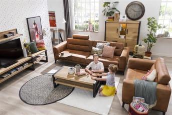Dit tv-rek uit de Brooklyn collectie van Happy@Home is een stoere eyecatcher in het interieur. het warme eikenhout is gecombineerd met stoer metaal. Dankzij de twee niches heb je voldoende bergruimte, bijvorobeeld om multi-media apparatuur op te bergen of leuke woondecoraties uit te stallen.