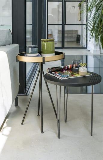 Bijzettafel KESTELL van COCO maison is een stoere, zwarte bijzettafel met een grof houten blad. Het blad heeft mooie groeven die het tafeltje extra karakter geven. KESTELL staat op drie haarspeld poten, iets wat helemaal de trend is van nu. Bijzettafel KESTEL heeft een afmeting van 43 x 43 cm.