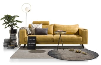 Dieses moderne 2,5-Sitzer Praia von Henders & Hazel hat ein modernes Design und viel Komfort. Das Sofa kann sowohl mit Stoff und Leder bezogen werden, wobei Sie eine große Auswahl an Farbe, Textur und Vielfalt haben. Die Couch steht auf Eichen-Beinen, die in drei verschiedenen Farben erhältlich sind.