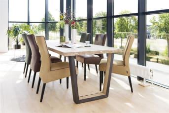 De eettafels uit de Metalox collectie zijn enorm populair binnen het aanbod van Henders & Hazel. Dit zijn robuuste tafels met een mooi houten tafelblad. U heeft de keuze uit meerdere afmetingen en verschillende soorten tafelbladen. De uitvoeringen met boomschorsrand geven een landelijk karakter aan de eetkamertafels. De tafelbladen zonder boomschorsrand zijn strak afgewerkt en hebben een modernere uitstraling. Verder kunt u bij de Metalox tafels kiezen voor metalen poten of een combinatie van hout en metaal. Zo kunt u voor een variant kiezen die precies aan uw woonwensen voldoet en bij uw interieur past.