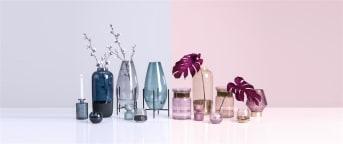 Vaas MONIQUE is een mooie, elegante vaas in een zachtroze/beige kleur. De hals van de vaas is vervaardigd uit goud glas, wat het item een extra warme uitstraling geeft. MONIQUE van COCO maison is ook zonder een boeket bloemen een mooie decoratie op tafel. Deze vaas is ook verkrijgbaar in een paarse uitvoering.