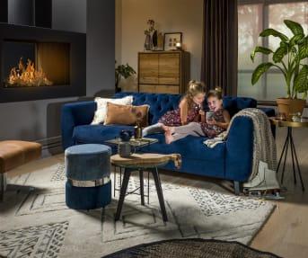 Diese zweisitzige Sofa Margaux von Henders & Hazel ist eine tolle Mischung aus Klassik und Moderne. Die markant gepolsterte Rückenlehne verleiht dem Sofa einen luxuriösen Look. Die Holzbeine, in der Farbe Schwarz, haben ein schlankes Design. Das Schöne an diesem Sofa ist, dass es in vielen verschiedenen Stoffen und Farben erhältlich ist und Sie als Kunde die Farbe wählen, die am besten zu Ihrem Interieur passt.