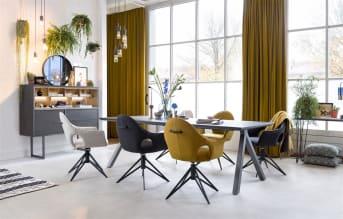 """Een stoere eetkamertafel met donker houten blad, dat is eetkamertafel """"MONIZ""""! Voorzien van strakke metalen poten als onderstel. Eetkamertafel """"MONIZ"""" heeft een afmeting van 210 x 100 cm, maar is ook in andere afmetingen verkrijgbaar. Mooi in combinatie met de overige meubels uit de """"MONIZ"""" serie!"""