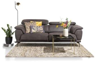 Dieses moderne Santiago-Zweisitzersofa von Henders & Hazel hat ein schlichtes, modernes Design. Das Schöne an diesem Sofa ist, dass Sie aus mehreren Optionen wählen können, um es ganz nach Ihrem eigenen Geschmack zu gestalten. Der Sitz kann mit Taschenfederkern und manuell verstellbaren Sitzen ausgestattet werden, es gibt 2 verschiedene Füße, und für die Polsterung haben Sie die Wahl zwischen Leder oder Stoff, und das alles in vielen verschiedenen Arten und Farben. Viel Erfolg beim Auswählen!