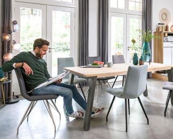 """Eetkamertafel """"OTTA"""" is een stoere, degelijke eettafel die in vele interieurs goed zal staan! """"OTTA"""" is voorzien van strakke, metalen design poten met mooie detail bij het tafelblad. Door de handige plaatsing van de poten kun je ook aan de kopzijdes eventueel stoelen kwijt."""