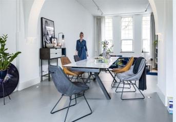 """Ben je op zoek naar een eyecatcher van een tafel? Kijk dan zeker eens naar dit prachtexemplaar! Eetkamertafel """"GLASGOW"""" is een uitschuifbare tafel en daardoor ook nog eens ontzettend praktisch. Het blad heeft een mooie marmerlook en het onderstel heeft een opvallend en degelijk design."""