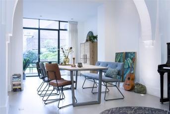 """Eetkamertafel """"FANEUR"""" is zeer geliefd dankzij het prachtige houten tafelblad in combinatie met de metalen V-poten. """"FANEUR"""" heeft een afmeting van 200 x 100 cm en is 77 cm hoog."""