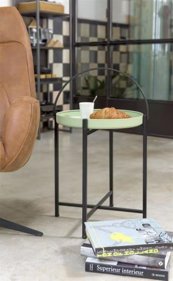 Een bijzettafel die je er letterlijk zo even bij pakt, dat is bijzettafel LOUIS van COCO maison. Het mintkleurige tafelblad van LOUIS kun je er afhalen, waardoor je een los dienblad hebt. Deze bijzettafel is voorzien van een zwart metalen frame en een groot zwart handvat. LOUIS heeft een diameter van 43 cm.