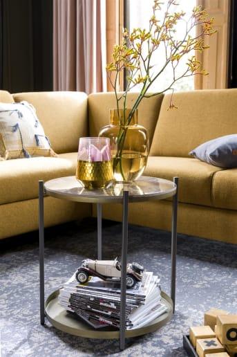 COCO maison présente BALLITO, une splendide table d'appoint en céramique et en métal robuste. BALLITO est ronde et possède un très beau plateau supérieur, mais également un plateau inférieur dans la structure métallique. Parachevez le look robuste en la décorant de l'objet idéal.