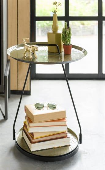 Bijzettafel MELBOURNE van COCO maison is uitgevoerd in een prachtig design en is bovendien erg praktisch. Door het handvat pak je hem er zo even bij. MELBOURNE is voorzien van twee afneembare bladen. De bladen hebben een met de vinger geverfd effect.