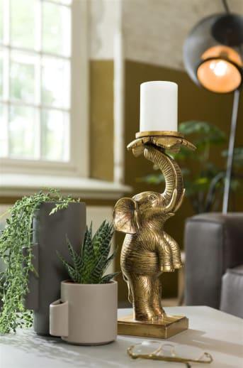 Kaarsenhouder ELEPHANT van COCO maison is een gouden object in de vorm van een olifant en te gebruiken als kaarsenhouder. In deze leuke kaarsenhouder past zowel een grote brede kaars, als een smalle lange kaars.