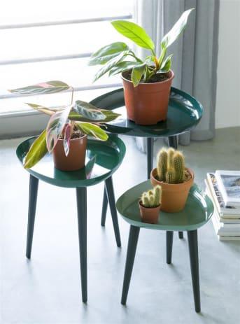 Bijzettafel AUSTIN van COCO maison is een set van 3 bijzettafeltjes. De tafelbladen zijn in 3 verschillende kleuren groen: hoe kleiner het tafeltje hoe lichter de kleur groen! Het tafeltje staat op zwarte pootjes en is er leuk om (goud) beeldje of plantje op te decoreren.