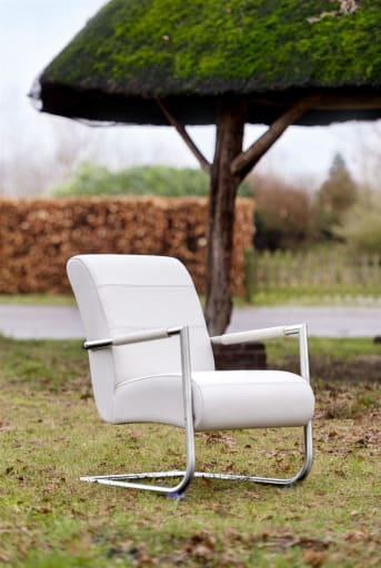 Dieser moderne Angelica Sessel von Henders & Hazel hat einen markanten Edelstahlrahmen. Die Polsterung des Stuhls ist in den Armlehnen zu sehen. Angelika kann mit einer Vielzahl von Stoffen und Leder bezogen werden, wobei Sie aus vielen verschiedenen Farben wählen können. Neben einer angenehmen Optik hat dieser Stuhl einen sehr komfortablen Sitzkomfort. Wir empfehlen es deshalb.