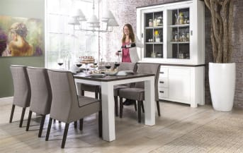 """De houten <a href=""""/hm/tafels/eettafels/"""">eetkamertafel</a> uit de Deaumain collectie van Happy@Home heeft een landelijke uitstraling en past perfect in een eigentijds romantisch interieur. De tafel is gemaakt van Acaciahout. Het onderstel is wit gelakt, het tafelblad is geschaafd en geborsteld en afgewerkt in de kleur Pampas Grey. Mooi om te combineren met de andere meubels uit deze warme wooncollectie. De eetkamertafel is in drie maten verkrijgbaar: 160 x 90 cm, 190 x 100 cm en 220 x 100 cm"""